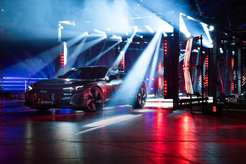 Schöne neue Mobilitätswelt: Mit neuen Fahrzeugkonzepten wie dem vollelektrischen Audi RS e-tron GT will VW Tesla schnell die Rücklichter zeigen. Audis sollen daber bald nur noch vollelektrisch sein. Foto: Audi