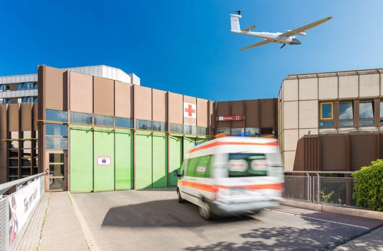 Notfallmedikamente mit Drohnen transportieren